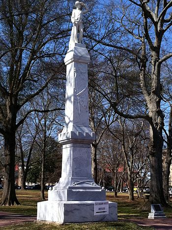 English: The Confederate Monument at the entra...