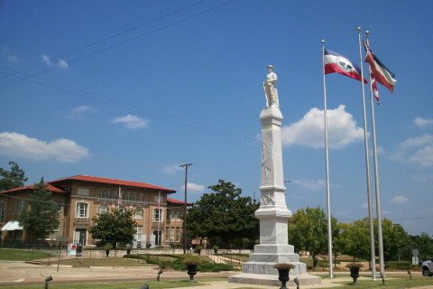 CONFEDERATE MONUMENT IN RANKIN COUNTY, MISSISSIPPI. PHOTO BY DITCH FISHER.